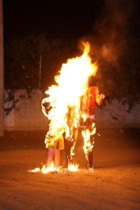 Brennende Puppen